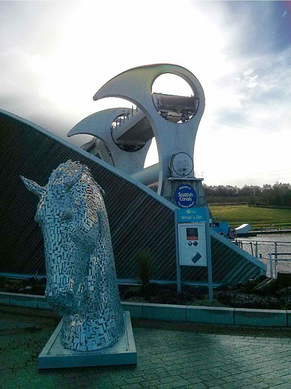 A Kelpie guarding the Wheel