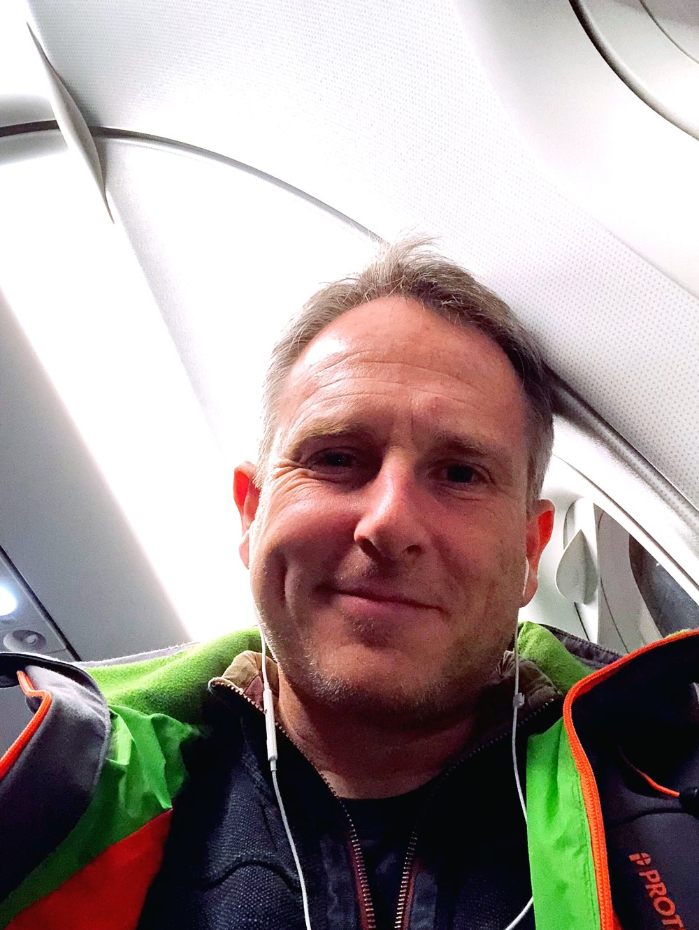 Selfie of Martin Sutherland in seat 2A on EasyJet flight 6924 from Amsterdam to Edinburgh