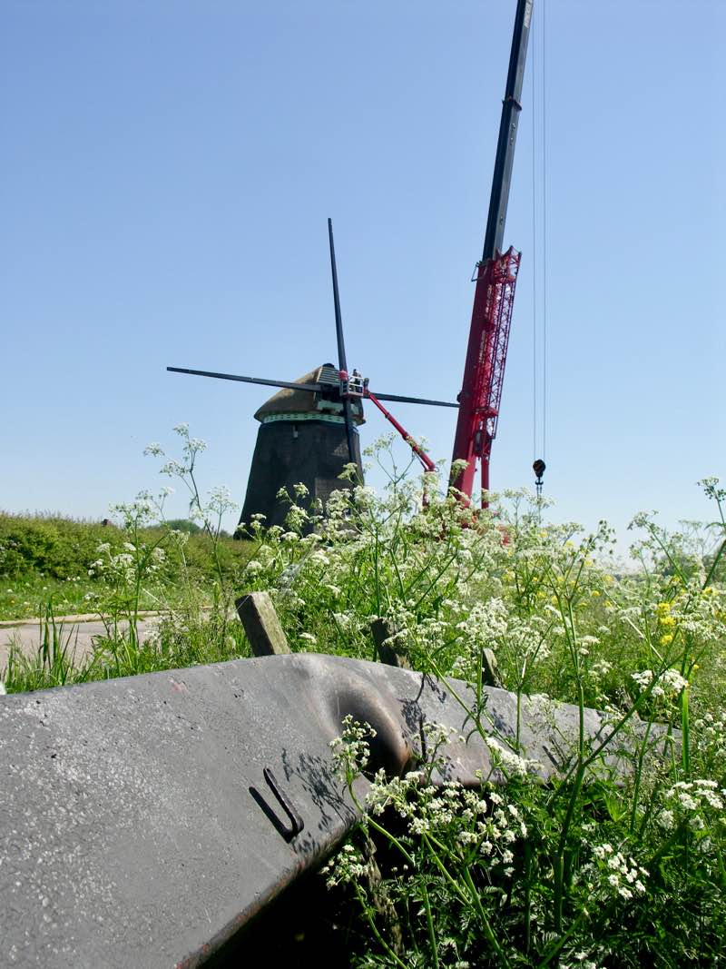 Twiskemolen with new blades mounted, and old blade in foreground